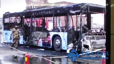 宁夏银川301路公交车突发发生火灾 已造成14死32伤